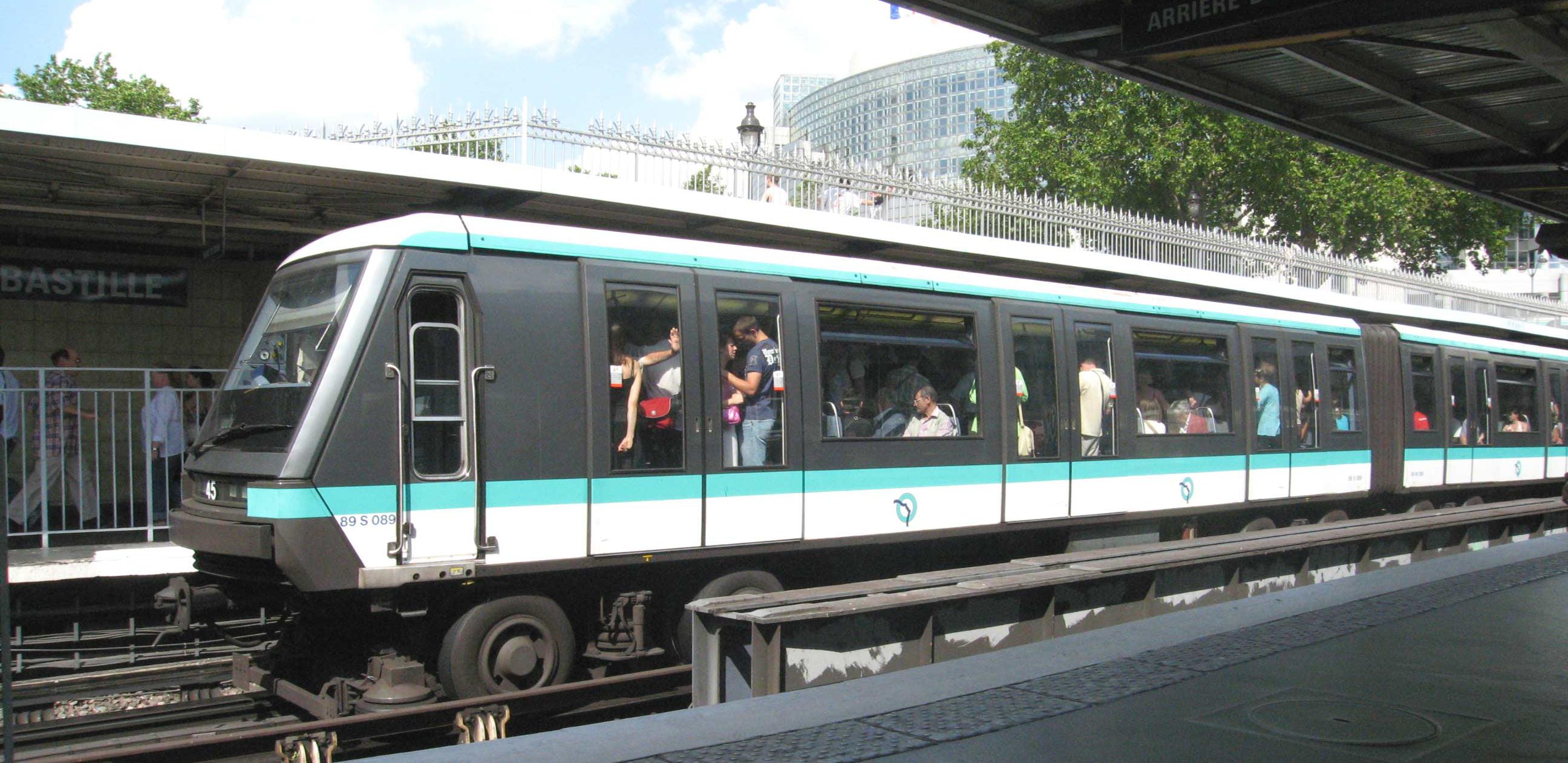 Paris Metro MP89 with Rubber Tires